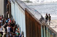 【環球異見・続々と米国境に迫る移民集団】ホンジュラス紙「宇宙を目指すしかないのか」