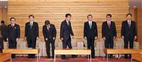 安倍晋三首相、30年度2次補正予算案編成を指示