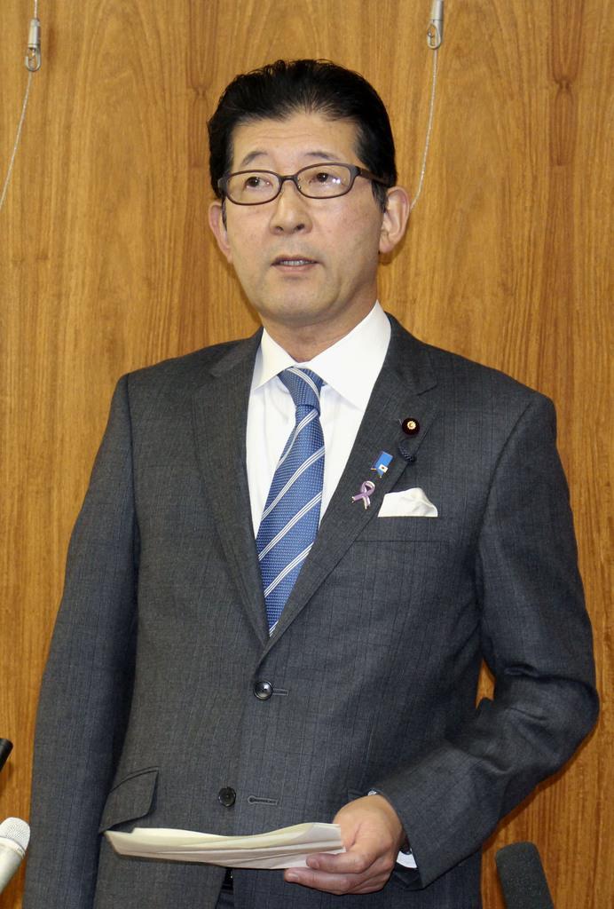 会談後、取材に応じる高鳥修一農水副大臣=21日午前、岐阜県庁