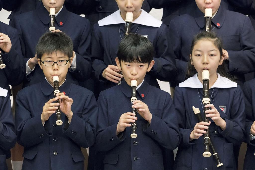 お茶の水女子大付属小の音楽会でリコーダーを演奏する秋篠宮家の長男