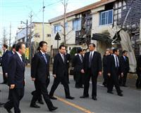 安倍首相、福島県を視察「復興まで全力尽くす」