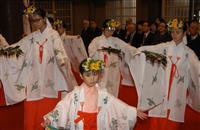 小中学生が巫女舞奉納 青森・廣田神社で新嘗祭