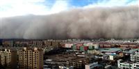 高さ百メートルの「砂の壁」が街を飲み込む 中国甘粛省で巨大砂嵐