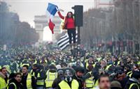 フランス 続く燃料増税への抗議デモ 大統領の支持離れが加速