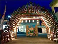 お笑いなし 吉本興業が沖縄で展開する芸術祭の意味