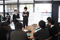 静岡聖光学院中・高でNIE公開授業、新聞使い議論