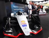 日産、ドライバーにローランド起用 電気自動車フォーミュラE