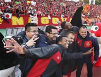 サッカーJ1・名古屋、九死に一生 「磐田敗戦」の知らせに選手が歓喜の輪