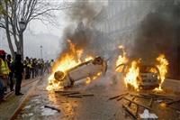 パリ炎上 燃料税抗議デモ、暴徒化止まらず マクロン政権の「説得」戦略、裏目に