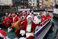 【動画あり】道頓堀で「サンタ船」がパレード チャリティーイベントの一環で