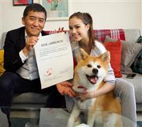 秋田犬マサルが肉球でCM出演契約に調印 ザギトワと共演へ
