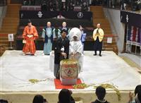 土俵上で模擬結婚式 相撲発祥の地 奈良・葛城