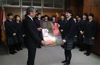 山形米と米沢牛で必勝…春高バレー・米沢中央高にJAが贈呈