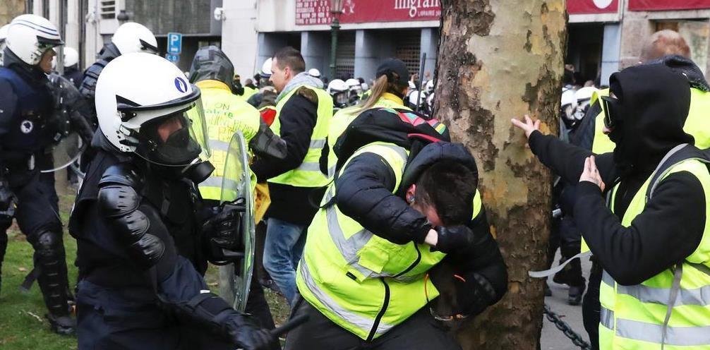 ベルギーにも飛び火 千人参加、400人が拘束