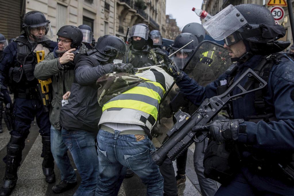 トランプ氏、仏抗議デモで「パリ協定をやめよ」と主張