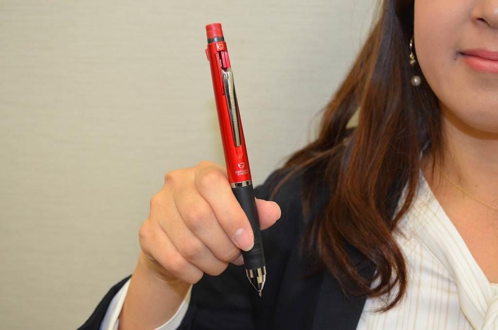 「デルガード」にボールペン2色付きの多機能タイプ発売 ゼブラ