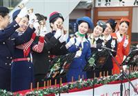 ハンドベルが買い物客魅了 日航CA、福井県内3カ所で演奏