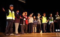光って交通事故防止 新潟で反射材ファッションショー