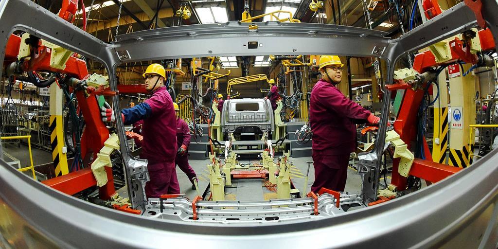 稼働する中国・山東省の製造工場=11月30日(ロイター)