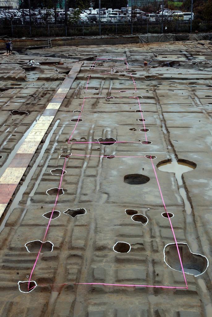 【動画】藤原京内の漆工房跡か? 建物や漆壺が大量に出土