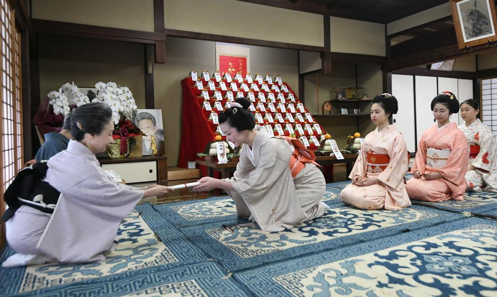 【動画】事始め、芸舞妓たちが迎春準備 京都の花街