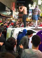 渋谷ハロウィーンの軽トラ横転、2人に罰金10万円