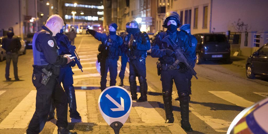 仏銃撃テロ容疑者を射殺 仏内相発表 IS関与主張