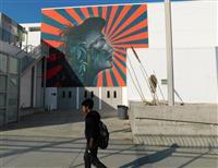 旭日旗を想起、LAコリアタウンの公立校壁画消去