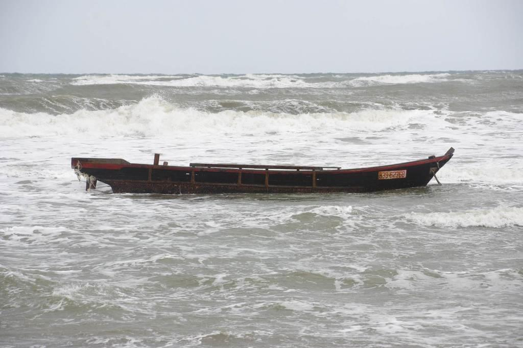 新潟・上越に木造船漂着 朝鮮半島からか