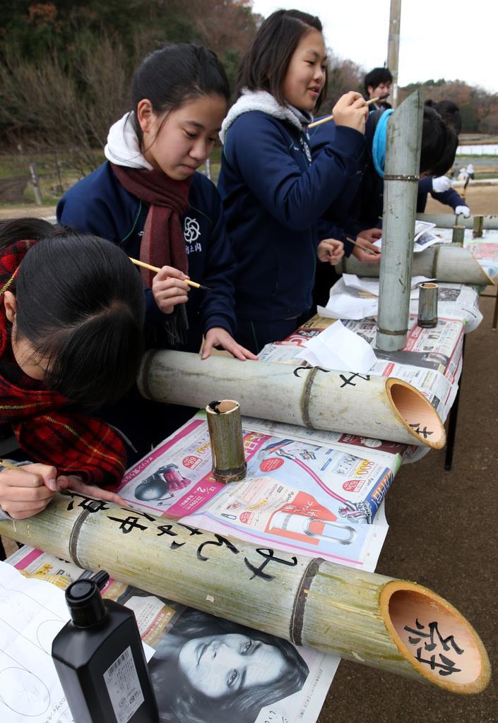 震災の記憶をつなぐ 中学生らが竹灯籠づくり