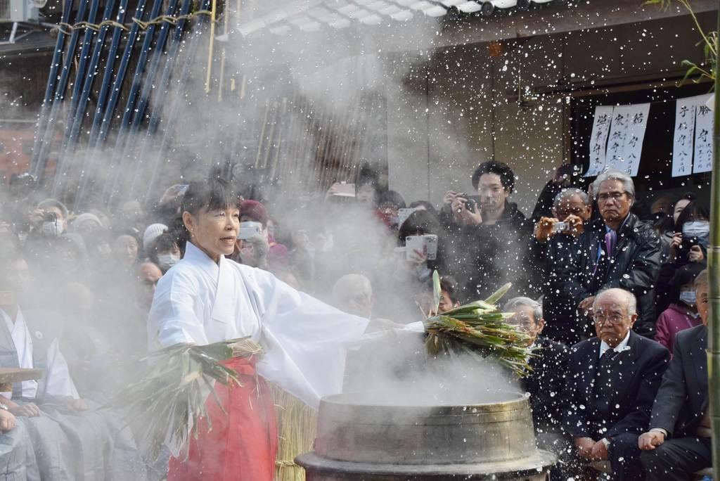 「御湯立神事」で清らかに 奈良の春日若宮おん祭始まる