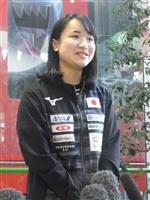 「来年へ自信に」卓球女子ダブルス優勝の伊藤美誠が笑顔で帰国