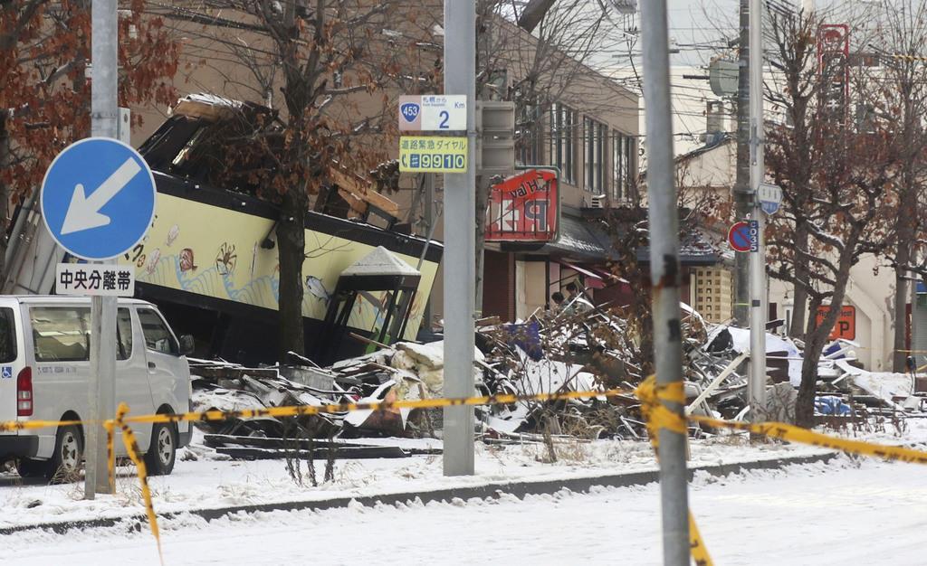 爆発事故があった札幌市豊平区の現場=18日午前