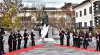 甲府の開祖「信虎公之像」お披露目 新たなシンボルに