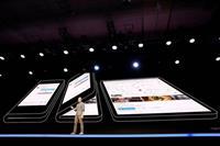 「折り曲げられるスマートフォン」は本当に実用化できるのか? その不確かな未来を考える