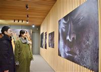 迫力!東大寺の写真展 篠山紀信さん、40年前に撮影