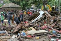インドネシア、津波で222人死亡