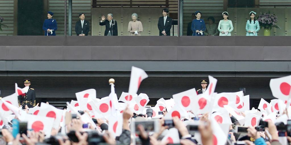 天皇陛下85歳 最後の一般参賀に最多8万2850人 夜にはご家族で