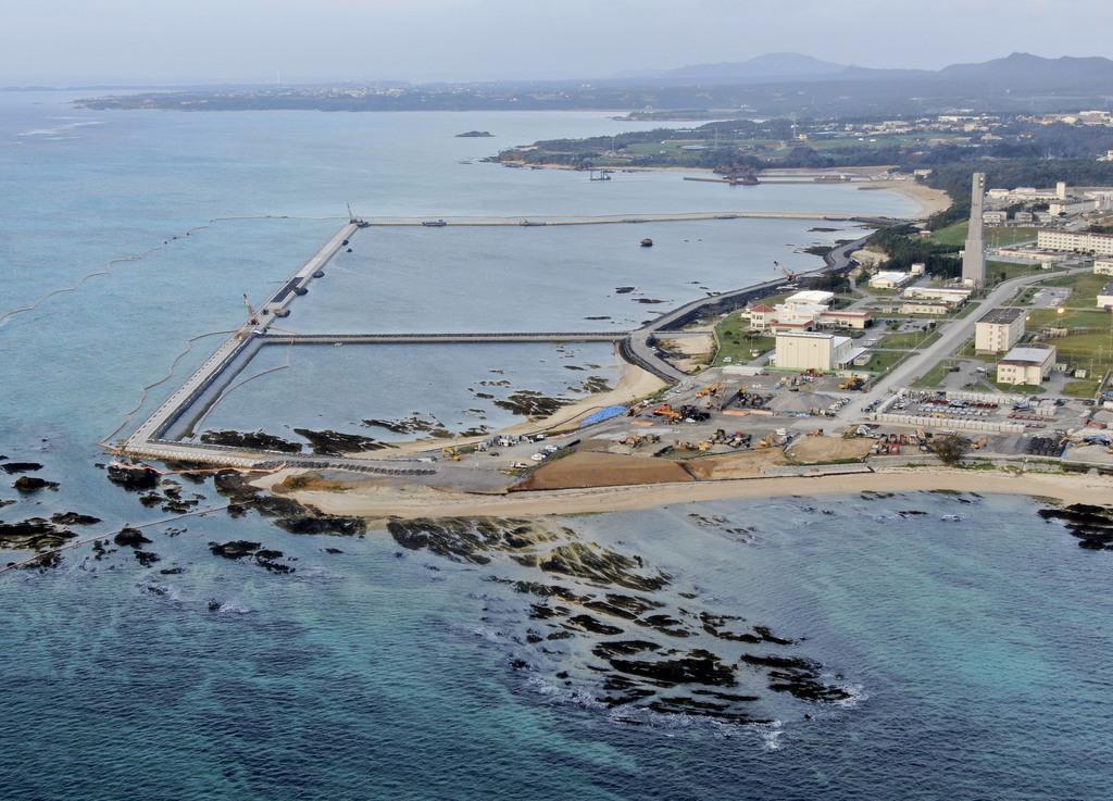 米軍普天間飛行場の移設先となる沖縄県名護市辺野古の沿岸部=12月14日午前