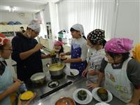 南あわじで「AWAJI未来探検隊」 小中学生ら淡路島牛乳の新メニュー開発に挑戦