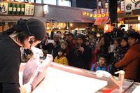 豪快!マグロ解体に歓声 和歌山・黒潮市場「大魚市」