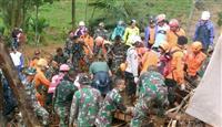 インドネシアで土砂崩れ、9人死亡34人不明
