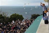空からタマネギ降ってきた! 淡路島「道の駅うずしお」、400人が歓声