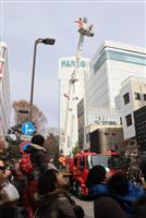 伸びたはしごに歓声 宇都宮市消防出初式