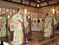 兵庫・湊川神社で一年の平穏祈願 巫女や能楽師、舞奉納