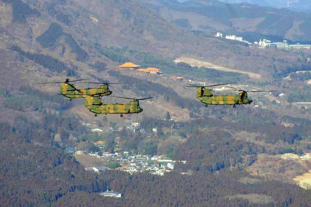相馬原駐屯地でヘリが年初編隊飛行訓練 群馬 - 産経ニュース