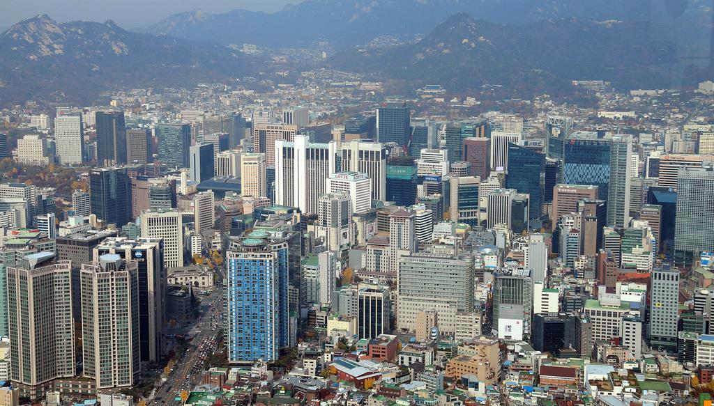 韓国・ソウルの街並み=2016年11月(大西正純)