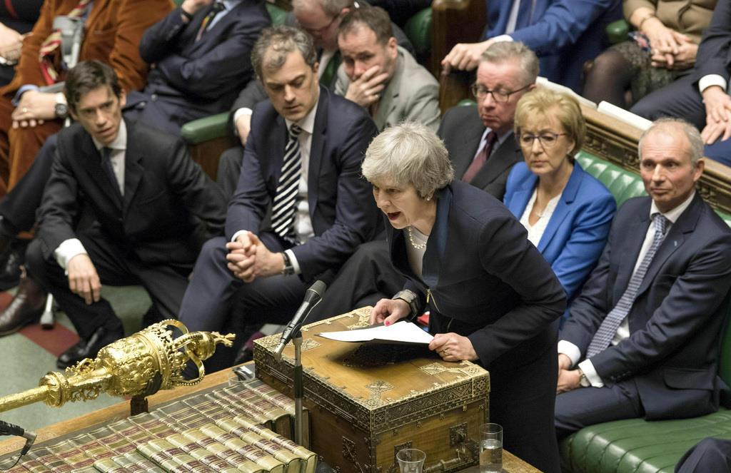 ヨーロッパ連合(EU)離脱協定を否決され、演説するテリーザ・メイ英首相=15日、英ロンドンの国会(AP)