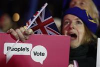 メイ首相「今後も離脱案で」 市民に「国民不在」の声