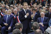 仏大統領、デモ収拾へ国民討論会 7時間にわたり答弁